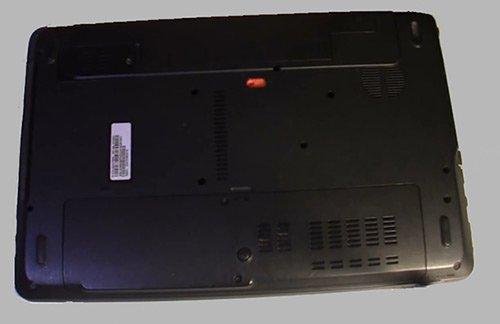 5-переворачиваем-ноутбук-снимаем-батарейку,-и-открываем-отсек-с-hdd
