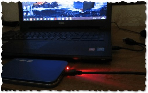 Рис. 1. HDD Box с обычным HDD, подключенный к ноутбуку