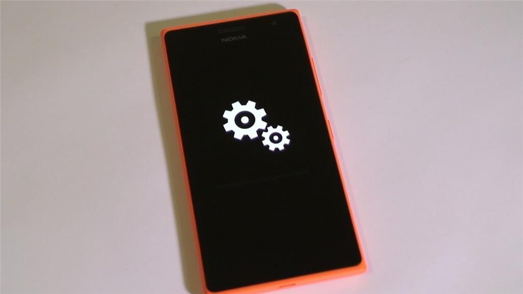 Отображение процесса установки обновления на экране телефона