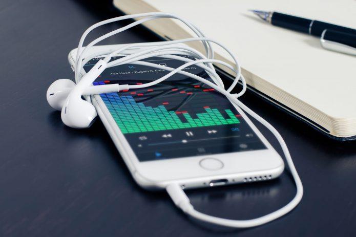 Воспроизведение музыки на iPhone