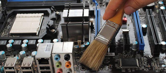 чистить кисточкой процессор