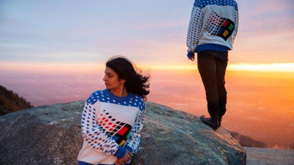 Microsoft выпустила рождественский свитер с логотипом Windows 95