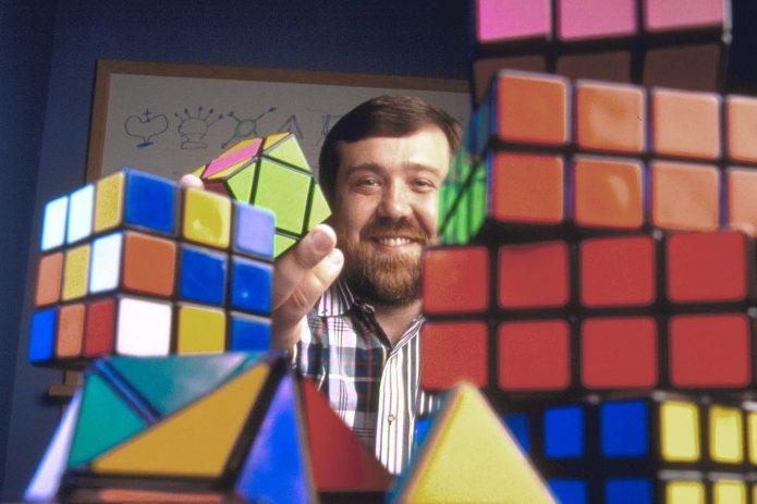 Алексей Пажитнов и кубики-рубики