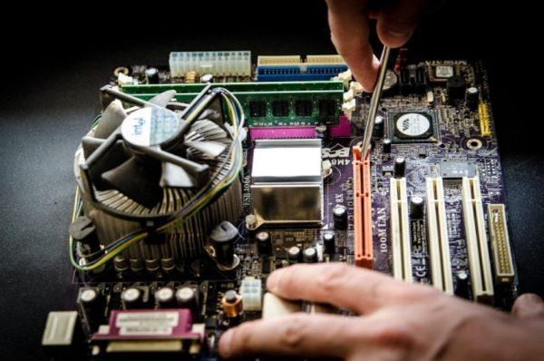 Работающий компьютер начинает противно пищать: что может быть причиной