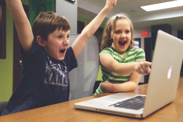4 способа уличить ребенка, который втайне от родителей проводит много времени за играми